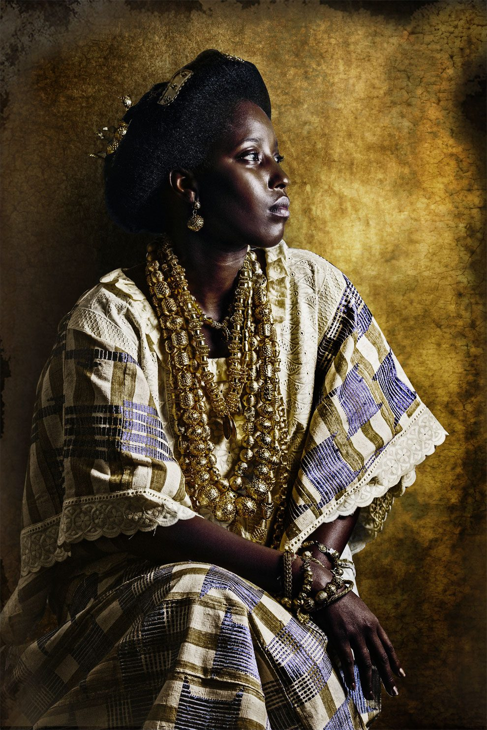ivorian-photographer-joana-choumali-shows-modern-african-women-dressed-in-the-traditional-clothes-of-their-ancestors7